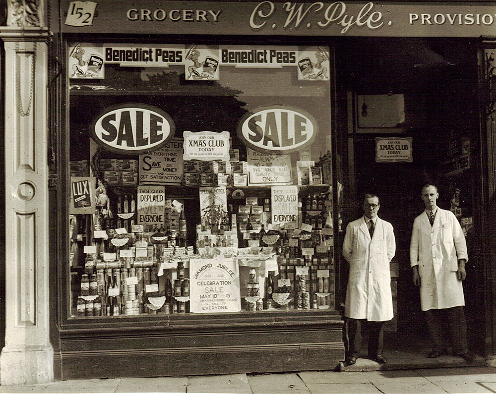 North London family grocer�s shop in 1945