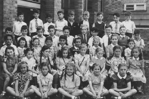 Edgware school class photo, c1945