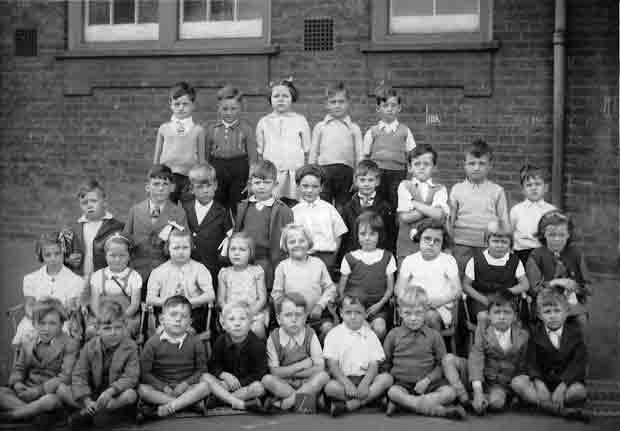 A class at Silver Street School in the 1940s, 1 of 4