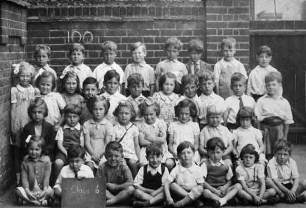 Class 6 at Silver Street School, Edmonton, 1942