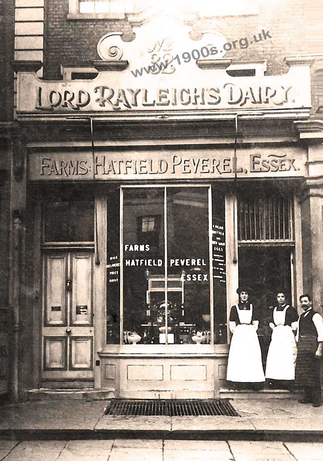 Shopfront with shop assistants of an Englishe dairy in the early 20th century