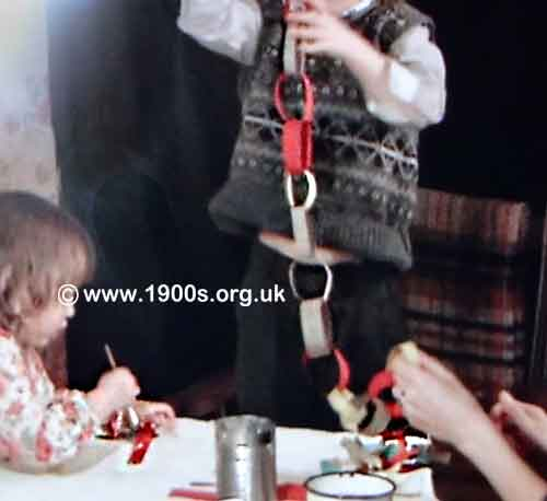 Christmas Paper Chains Uk.Handmade Christmas Decorations In Victorian And Edwardian Times